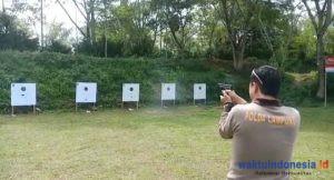 Jelang HUT Bhayangkara, TNI-Polri di Lambar Asah Kemampuan Menembak