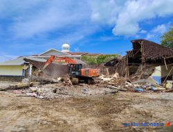 Bangunan Lama Sekretariat Pemkab Pesibar Dihancurkan