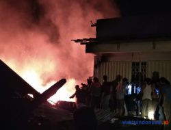 6 Kios di Pasar Wayheni Bengkunat Kebakaran