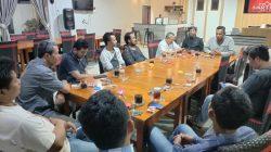 Sambangi PWI Pesibar, Duet Nirwana Puji Kandidat Lain